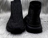 Nuostabūs bateliai-kojinės,kedukai