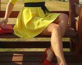 Geltona kokteiline suknele