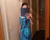 Ryškių spalvų vasarinė suknelė