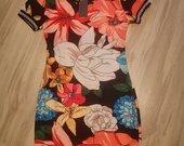 Gėlėta suknele