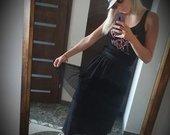 Juodas morgan sijonaa