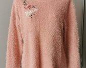 Rausvas pūkuotas megztinis