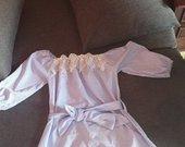 Atvirais peciais suknele