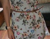Gėlėta suknelė su dirželiu