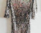 Blizgių žvynelių suknelė