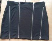 Juodas sijonas su užtrauktukais