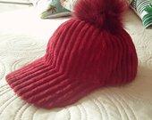 Stilinga velvetinė kepurė