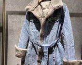 Pūkine džinsine striuke su audines kailiu