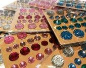 Kristaliukų rinkinį sudaro 351 kristaliukai