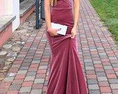 Nuostabi ilga vakarine suknele