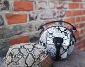 Kvadratinė gyvatės odos rankinė