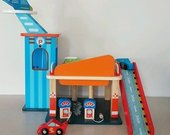 Garažas su automobiliukais