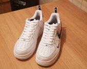 Balti Nike bateliai