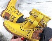 Moteriski geltoni aulinukai