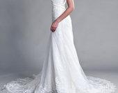 Ilga balta puošni vestuvinė suknelė