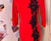 Ryški raudona suknele