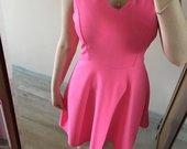 Neoninė rožinė suknelė