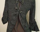 Dailus megztinis nugaroje su kaspinais