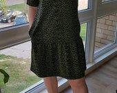 Chaki spalvos raštuota plati suknelė
