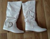 Balti rudeniniai batai