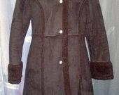 Žieminis kailinis paltas su spaudėmis 2787-11