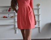 Koralų spalvos suknelė