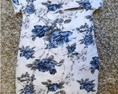 Balta gelėta suknelė