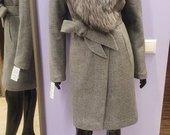 Ispudingas  paltas su juodsidabres lapes kailiu