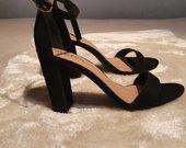 Juodo zamšo elegantiškos aukštakulnės basutės