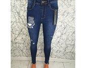 Moteriški džinsai su užrašu ir PUSH UP