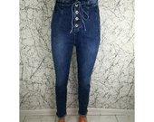 Moteriški džinsai su sagutėmis