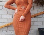 Tampri suknelė pūstais petukais