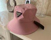 Prada nauja kepurė