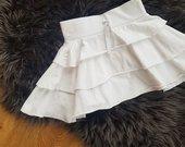 Baltas sluoksniuotas sijonukas