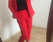 Rauduonas kelnių kostiumelis