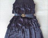 Nuostabi klostuota suknelė