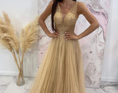 Nauja progine auksine suknele