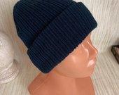 Tamsiai melyna kepure