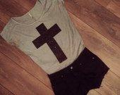 Pilka laisva maikutė su kryžiumi