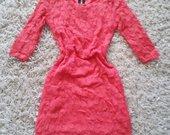 Gipiūrinė koralo spalvos suknelė