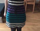 Dryžuota trumpomis rankovėmis suknelė