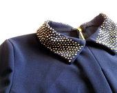 Mėlyna suknelė dekoruota apykakle