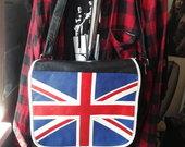 Rankinukas su anglijos vėliava