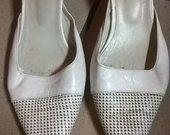 Balti Glamour įspiriami bateliai