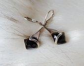 Sidabriniai auskariukai su juodu akmeniu