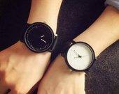 Stilingas baltas ir juodas poros laikrodis