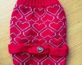 Megztinis su širdelėmis