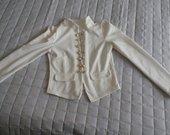 Baltas stilingas švarkelis