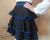 Juodas standžios medžiagos sijonukas