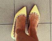 Geltoni bateliai Valentino style